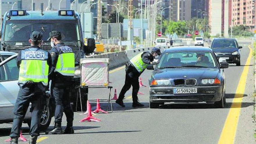 Las fuerzas de seguridad ven difícil controlar las reuniones en casa
