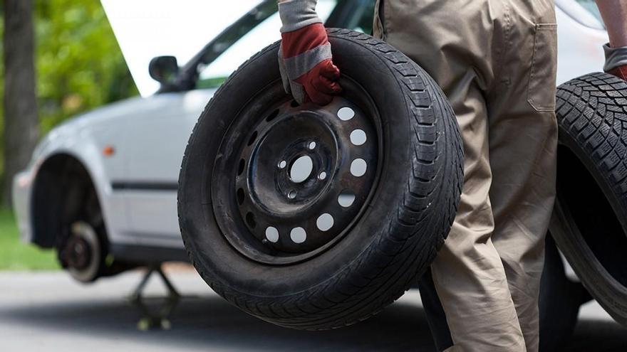 ¿Cuándo debo cambiar los neumáticos del coche?