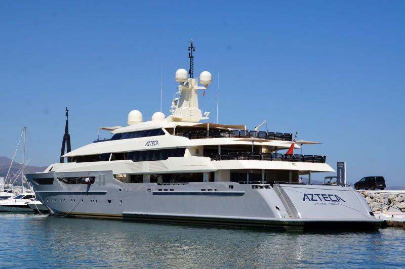 Azteca, yate de superlujo que ha atracado en el Puerto de Málaga este año.
