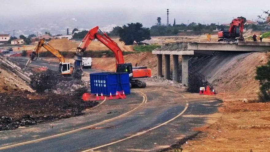 Demuelen el puente de la N-332 en Benissa