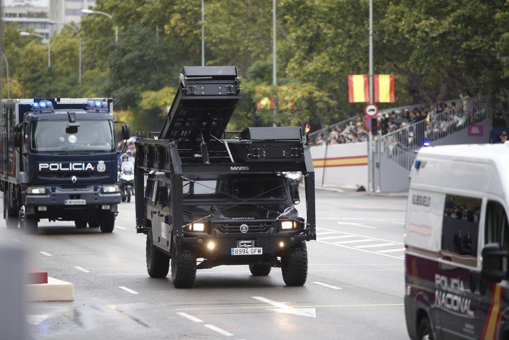 Vehículos de la Policía Nacional en el desfile ...