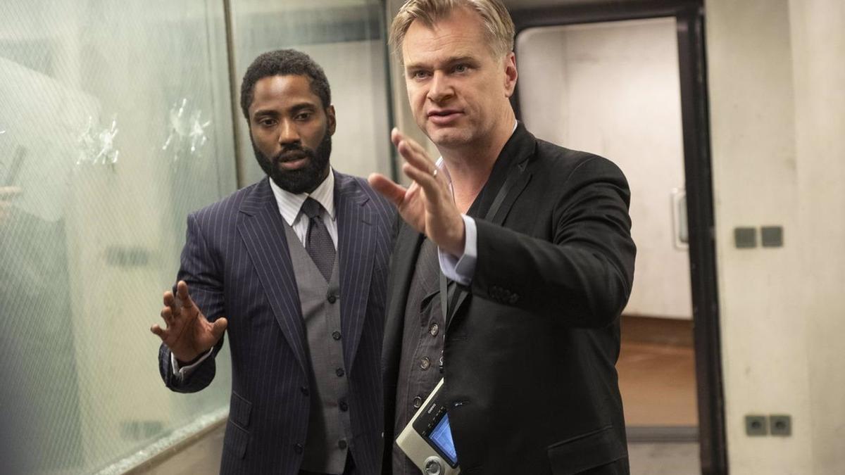 Christopher Nolan y John David Washington en el rodaje de Tenet.
