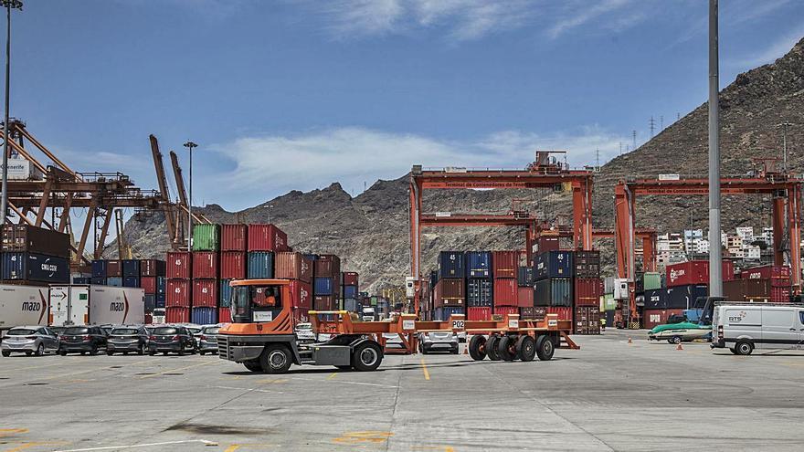 Las exportaciones de mercancías caen en Canarias más de un 16%