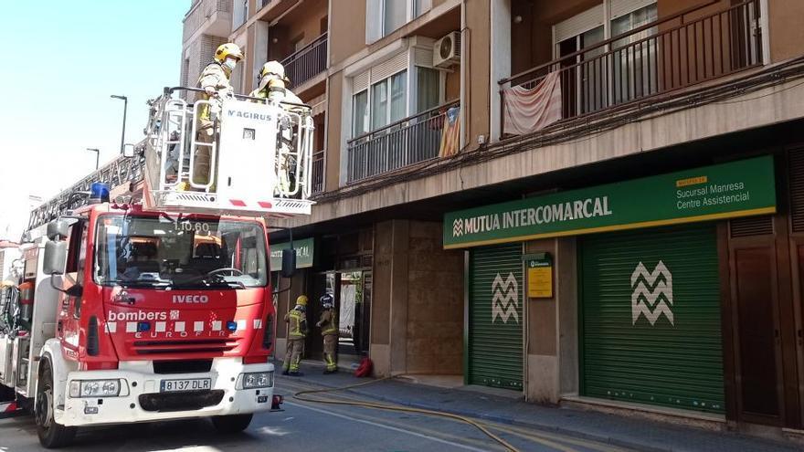 S'incendia un menjador i una cuina a un pis de carrer Sant Josep de Manresa