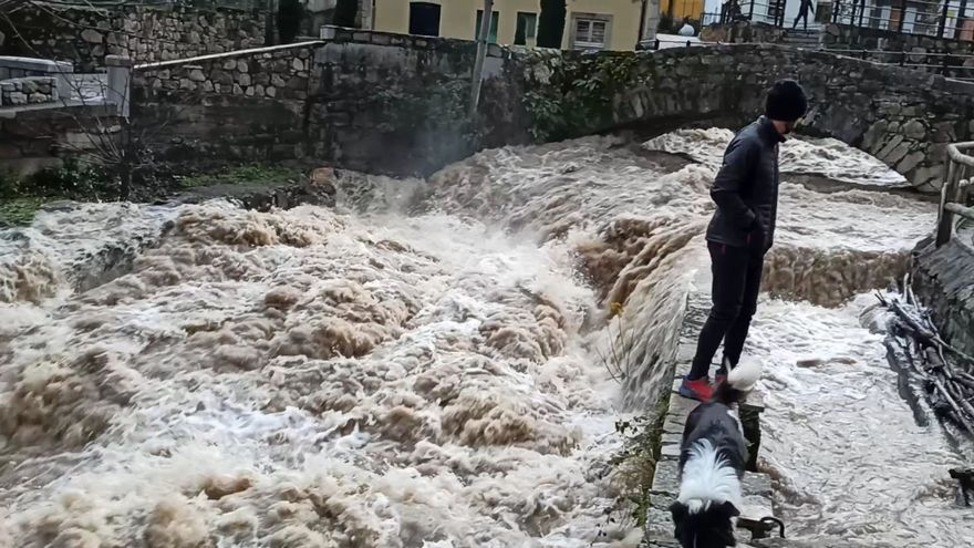 El río Somiedo, a punto de desbordase