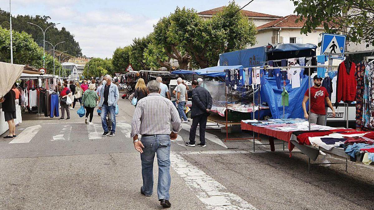 Público en la feria de Redondela, un ejemplo de la actividad económica de la localidad.
