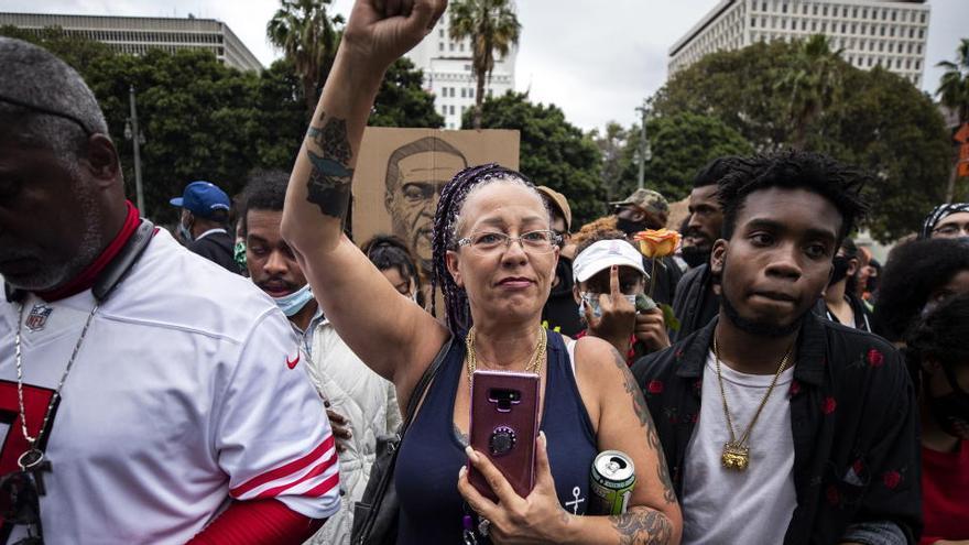 Protestas en Los Ángeles frente a la comisaría de policía