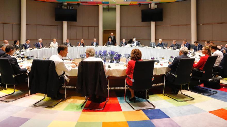 Els 28 ultimen un acord que col·locaria una alemanya de la CDU al capdavant de la Comissió