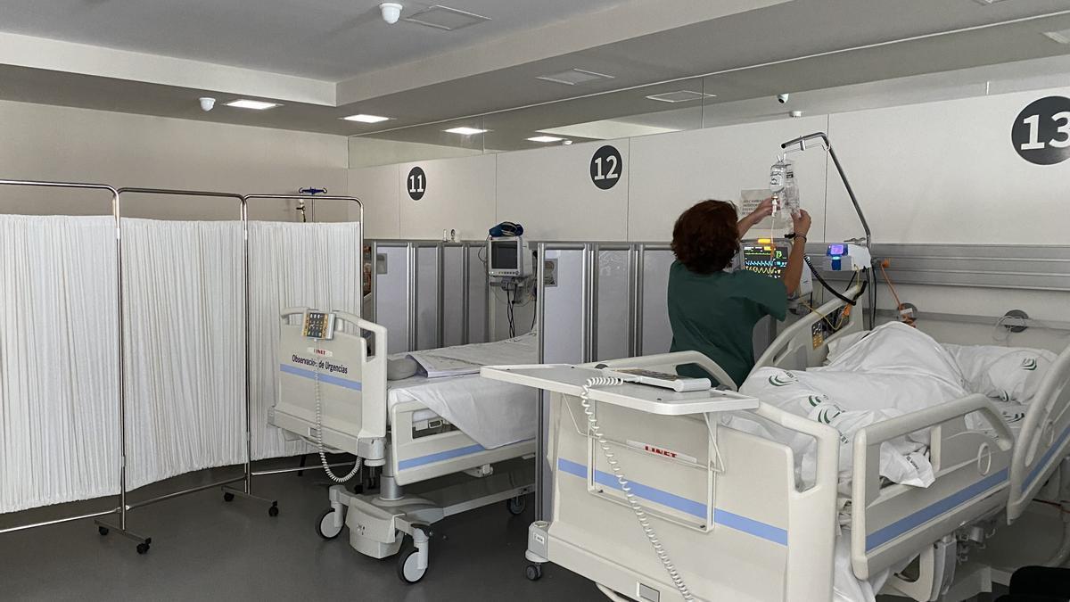 Una de las zonas de descanso nocturno de las Urgencias del Hospital Regional.
