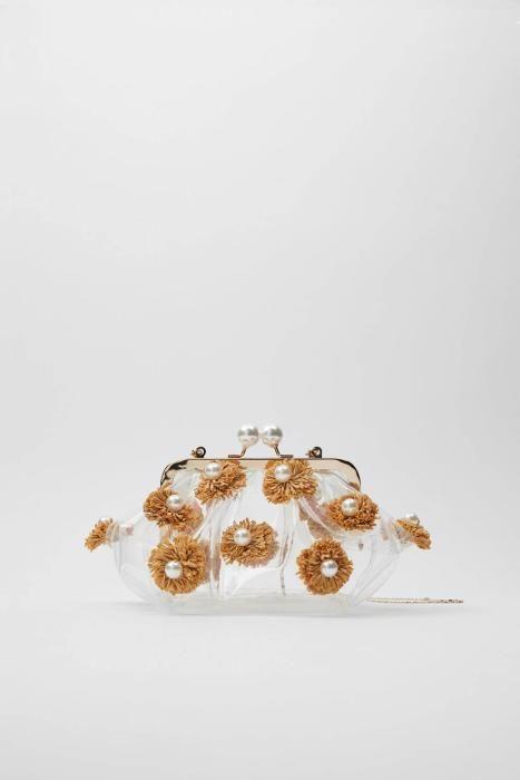 Bolso con cierre de perlas de Zara. (Precio: 29,95
