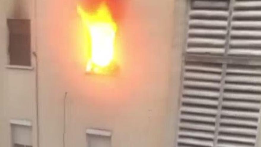 La Policía detiene al morador del piso de Algemesí cuyo incendio ha causado un muerto y tres heridos graves