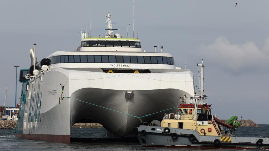 El ferry de Armón, listo para navegar tras dejar el astillero