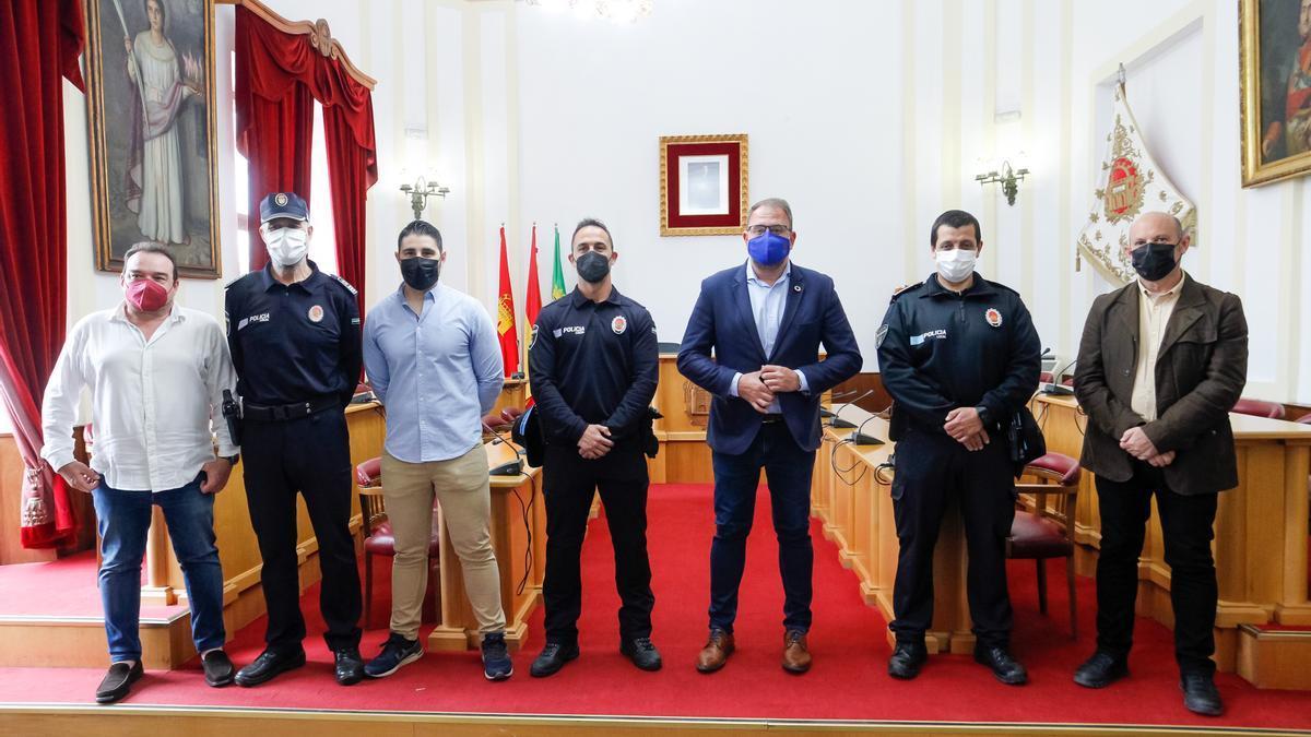 Acto para recibir a los nuevos agentes de la policía local, ayer en el ayuntamiento.