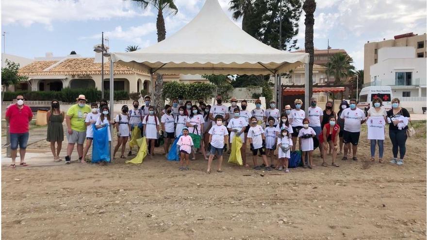 Cruz Roja y el Ayuntamiento de Mazarrón se unen a la lucha contra la 'basuraleza' en la cita del 'Proyecto Libera'