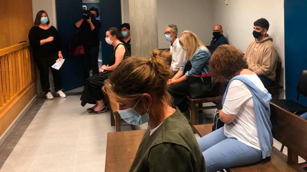 El juicio, celebrado en Vigo, contó con la asistencia de familiares de dos de las víctimas y el joven que sobrevivió junto al conductor.