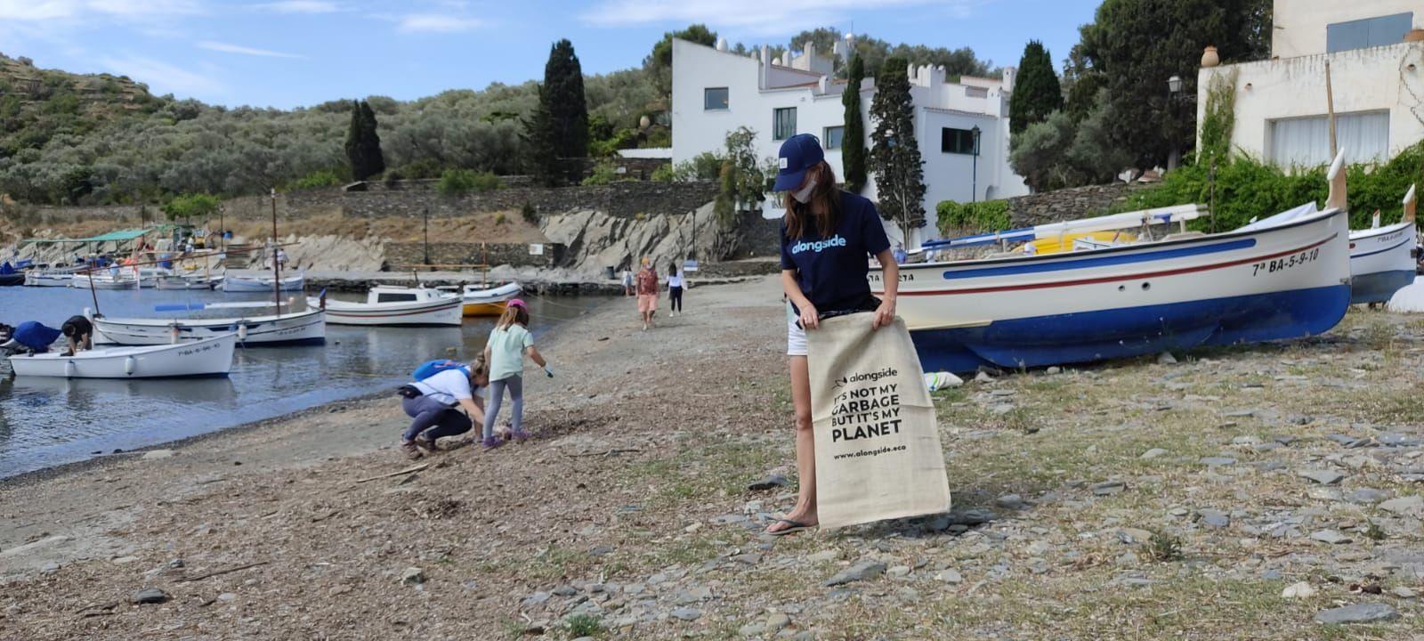 Neteja a Cadaqués de la platja de Portlligat i el fons marí de Sa Sabolla