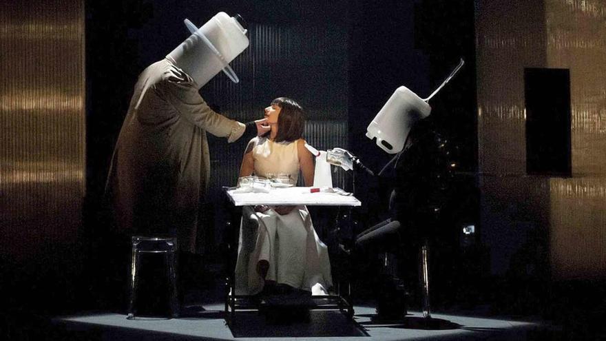 La Onírica Mecánica reinterpreta a Lewis Carroll en El Batel