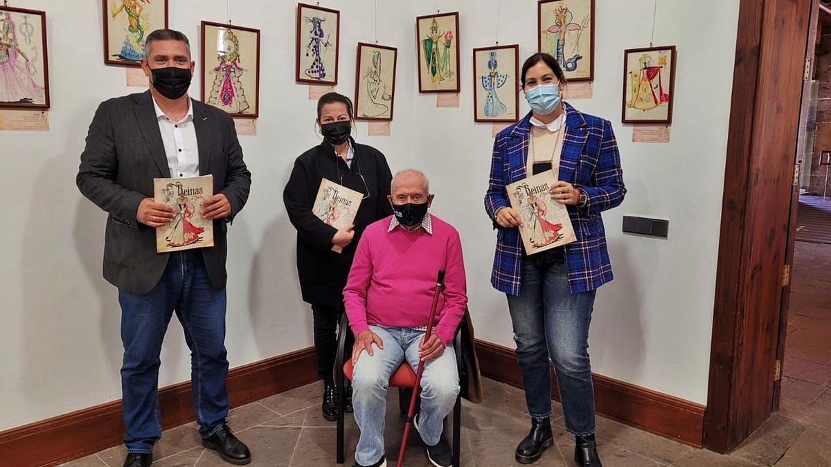 Concejales de Coalición Canaria, junto a Luis Dávila, en la muestra que se desarrolla en el antiguo convento de Santo Domingo.