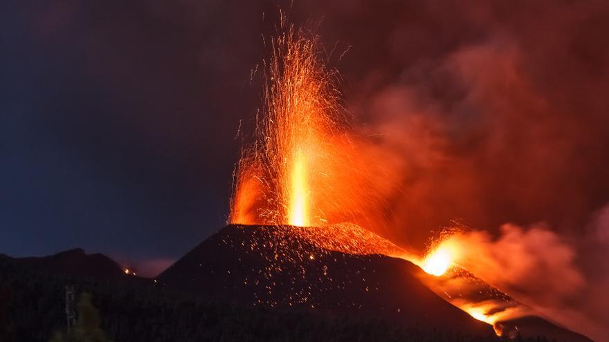 Colapso hacia dentro del cono del volcán de La Palma