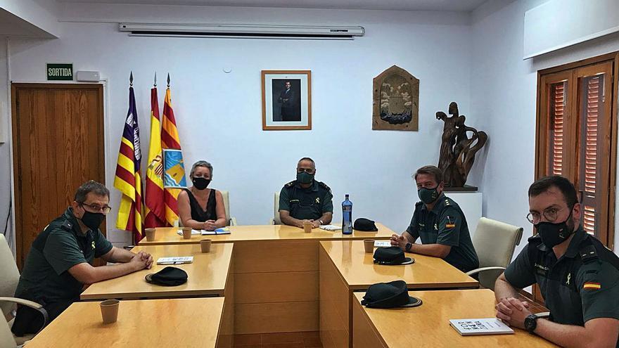 Formentera pide más guardias civiles para frenar las fiestas en yates y la venta ambulante