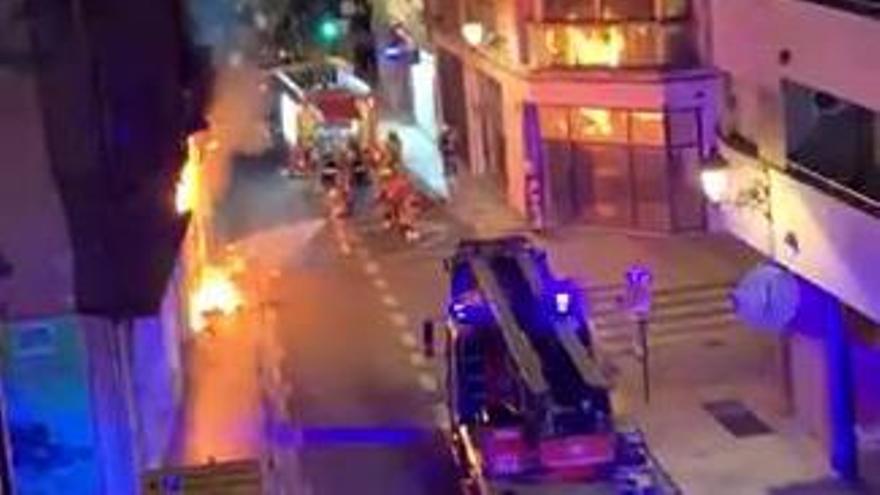 Incendio en el bajo de un edificio del centro de València
