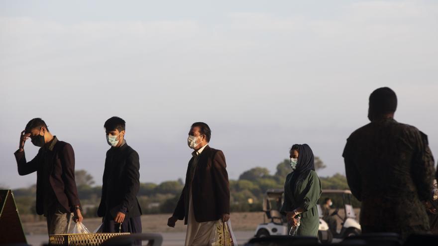 España sigue tratando que sus colaboradores en Afganistán puedan venir