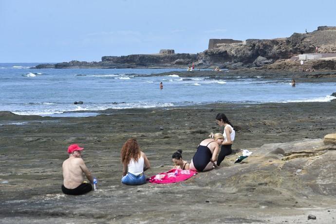 12-09-2020 LAS PALMAS DE GRAN CANARIA. Día de playa en El Confital. Fotógrafo: ANDRES CRUZ  | 12/09/2020 | Fotógrafo: Andrés Cruz