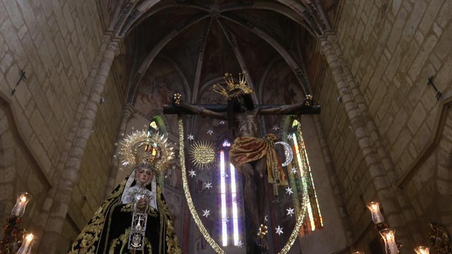 Las hermandades del Lunes Santo abren sus puertas a los visitantes