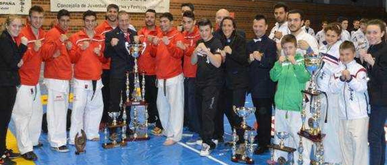 Los karatecas de la Ribera suman nueve títulos en el Campeonato de España