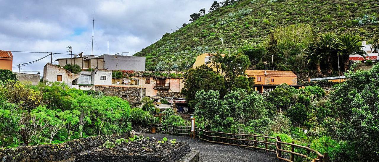 Caserío junto al Pico y la Caldera de Bandama. | | JOSÉ CARLOS GUERRA