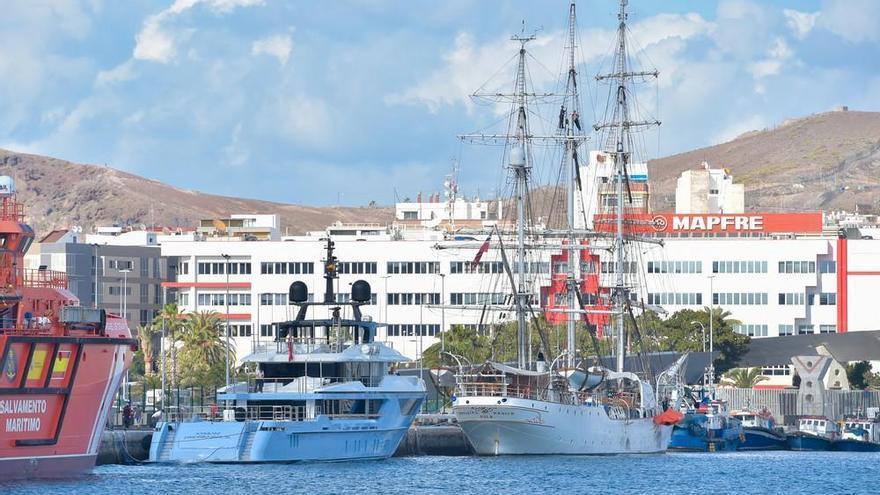 El megayate 'Ocean Dreamwalker III' atraca en La Luz