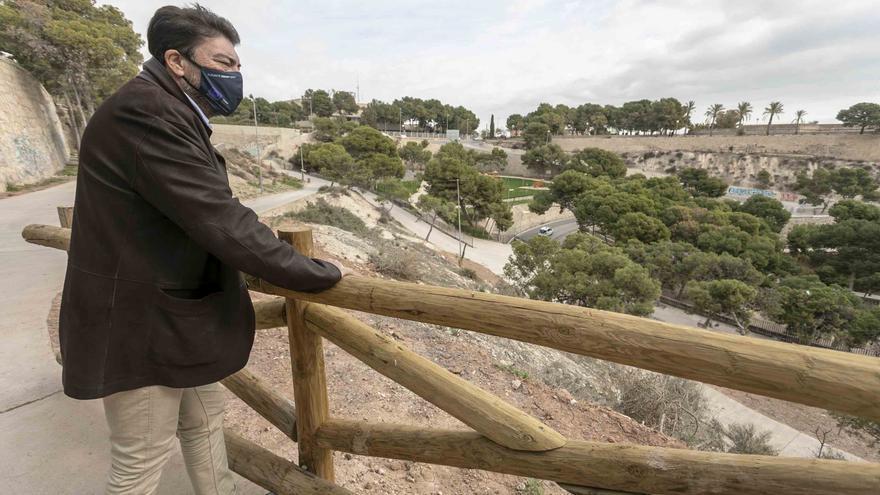 El Ayuntamiento de Alicante abre las nuevas sendas accesibles en el Tossal