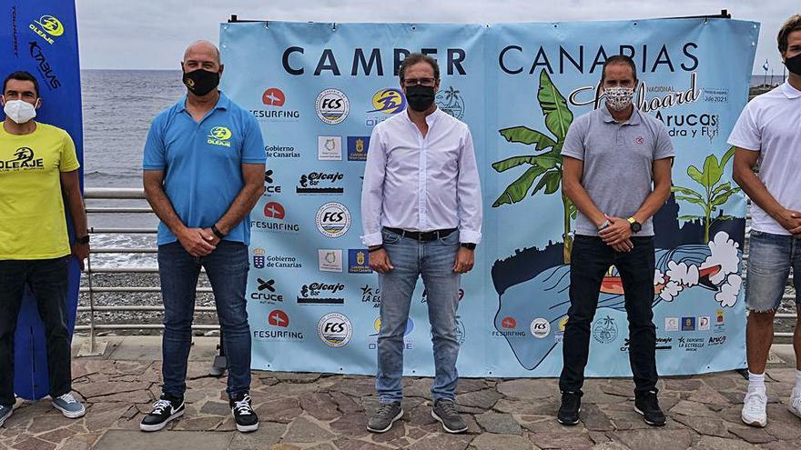 Arucas abre el calendario nacional al celebrar la Copa FEsurfing de Longboard
