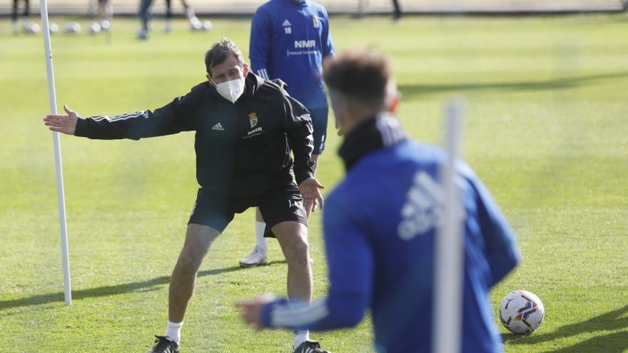 """Las claves del Cuco para que el Oviedo de la sorpresa en Barcelona: """"Fuerza, mentalidad y calidad"""""""