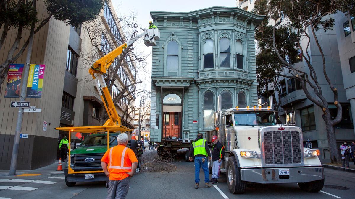 Traslado de una casa en San Francisco.
