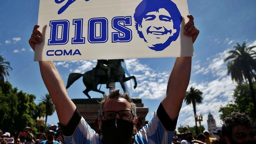 En la despedida de un héroe de Argentina: lágrimas y desorden, una despedida maradoniana