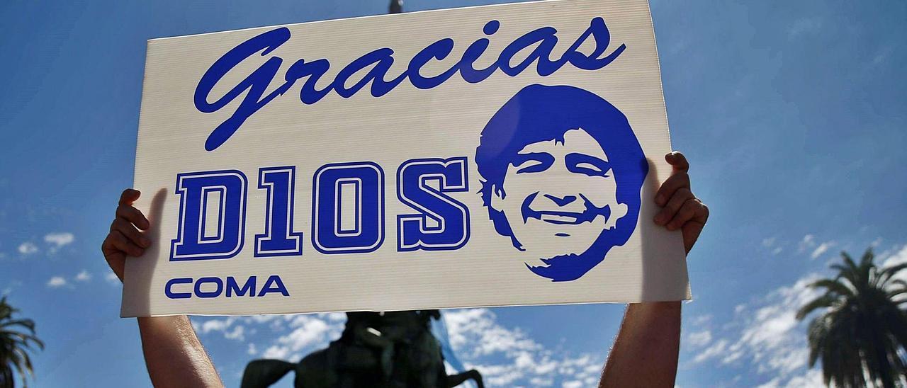 Monchu y Maradona, en 1992. | LNE
