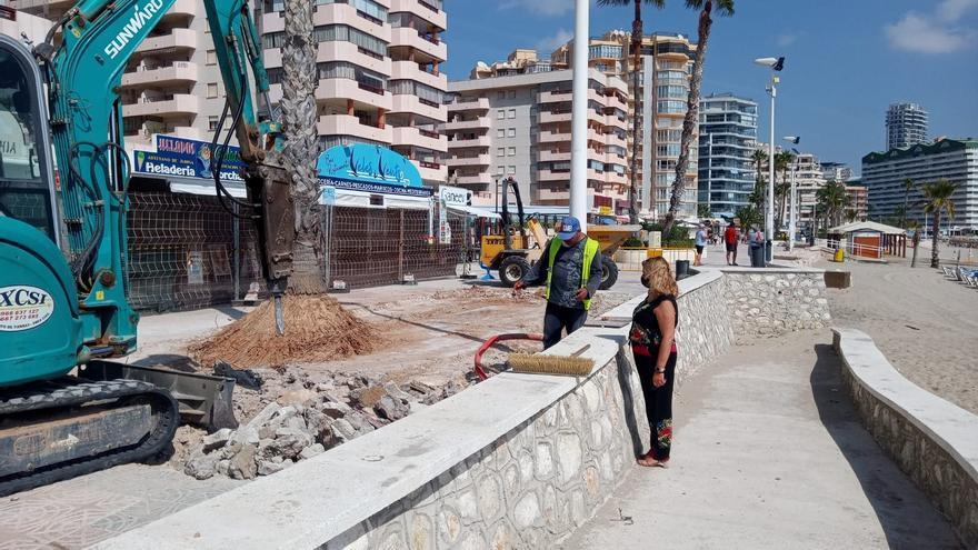 Reinician la reconstrucción del murete y el pavimento del paseo de la Fossa de Calp