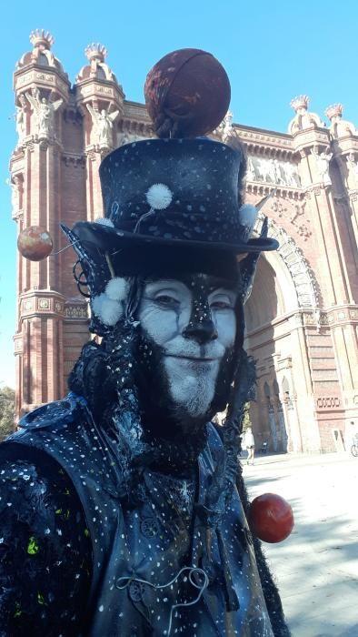 Una estàtua humana al Passeig de Manresa