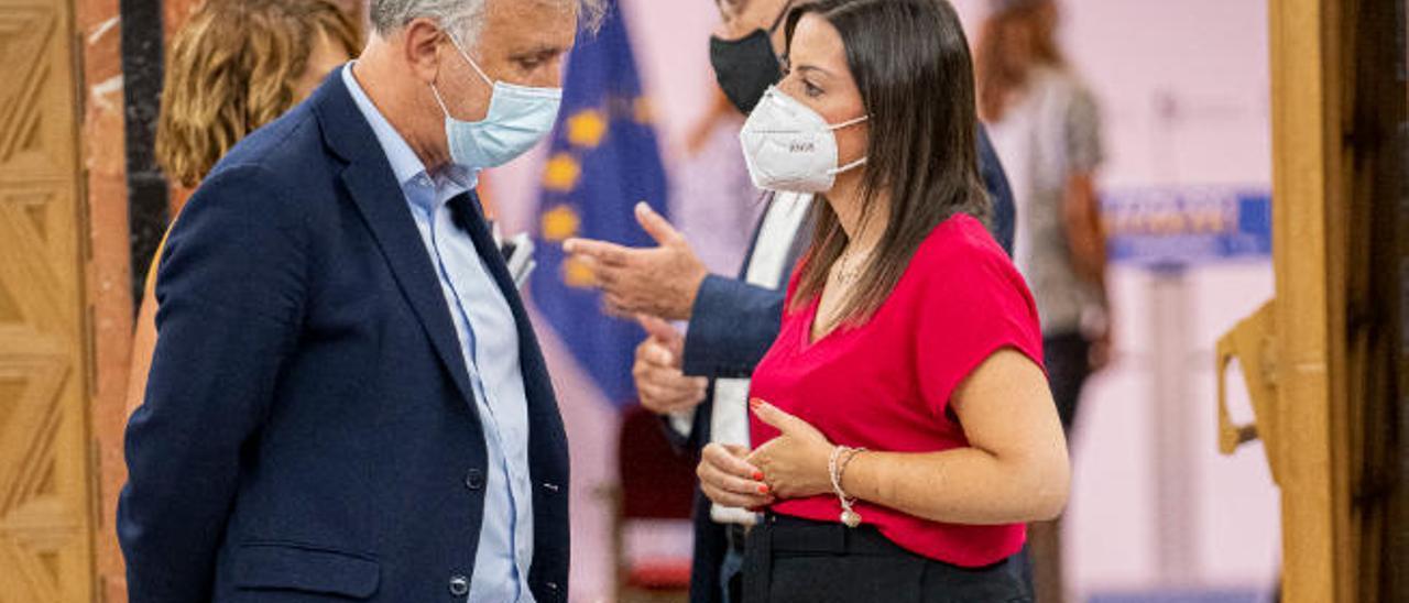 Canarias reajusta su plan de urgencias ante Sánchez tras un agosto crítico