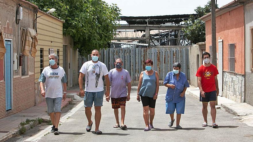 San Vicente encarga un informe a los bomberos sobre la toxicidad del incendio