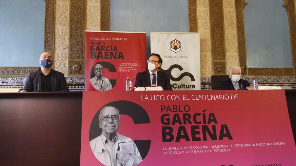 Luis Medina, José Carlos Gómez Villamandos y Luis Ortiz, en la presentación del homenaje a García Baena.