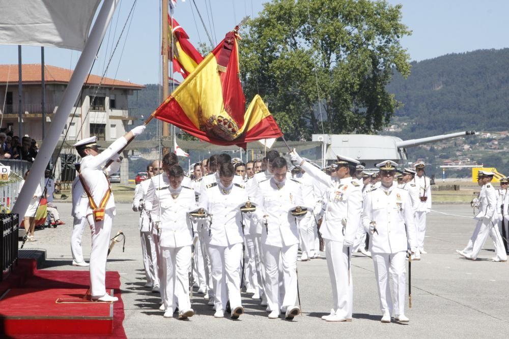 Entrega de despachos y jura de bandera en la Escue