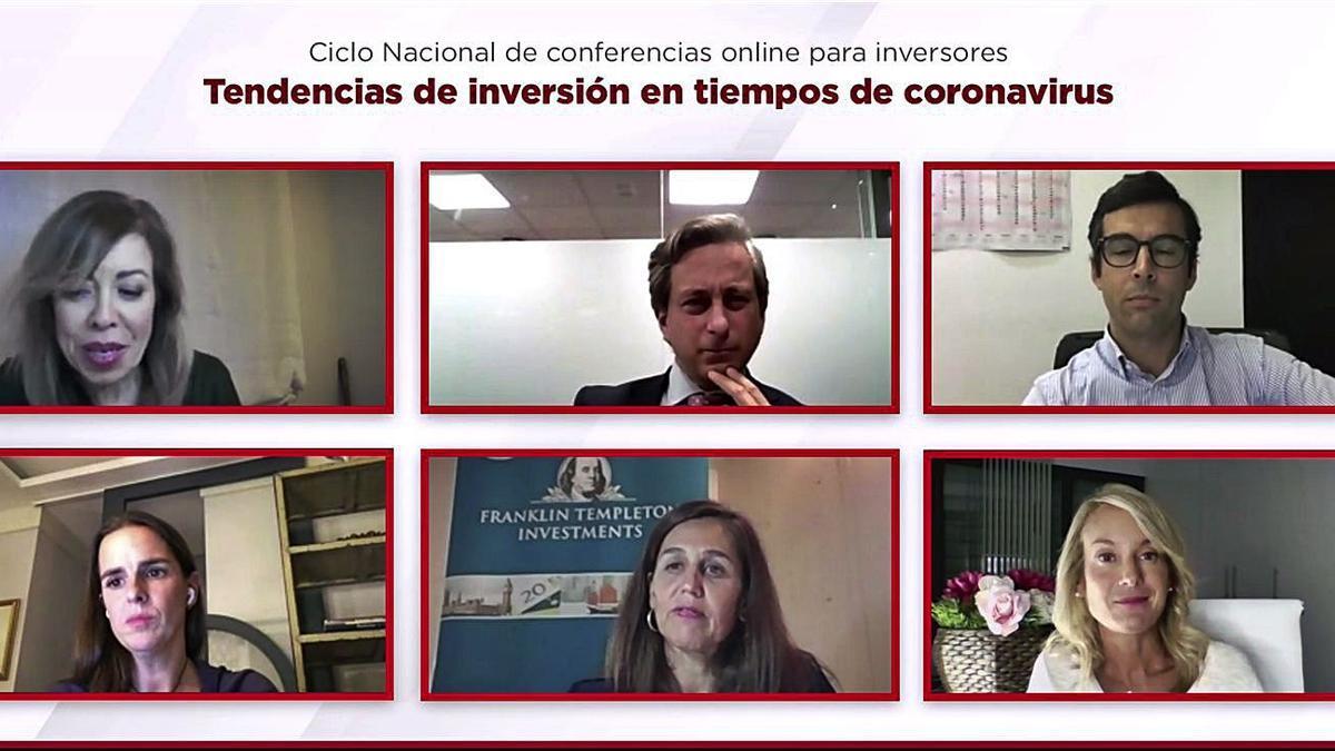 Imagen de la moderadora y los cinco ponentes en un  momento de la charla 'online' .
