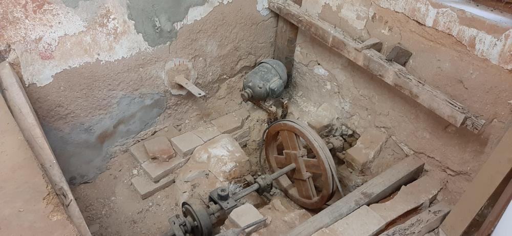 Abandono en la cueva de la alfarería de Paterna