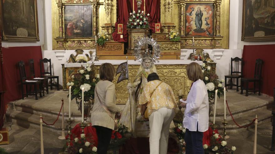 El obispo, Fernando Valera, preside la misa de la festividad de San Antolín