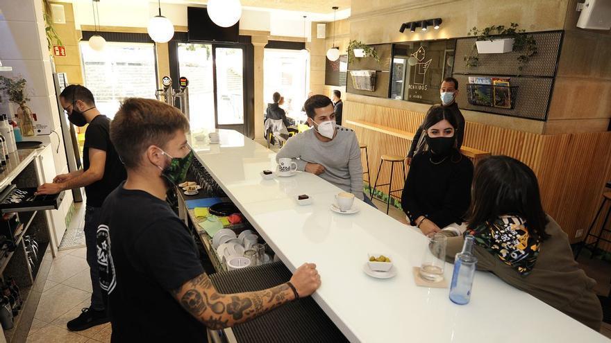 Vuelve el uso de las barras a parte de la hostelería gallega, pero con condiciones