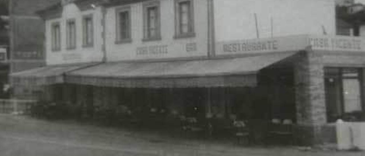Sobre estas líneas, Vicente Alonso e Isabel Martínez Vinjoy. A la izquierda, Marta Fernández-Catuxo y Vicente Alonso; y arriba, una foto antigua del negocio.