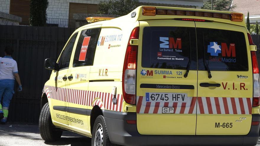 Hallan el cadáver de una mujer con un golpe en la cabeza en una calle de Madrid