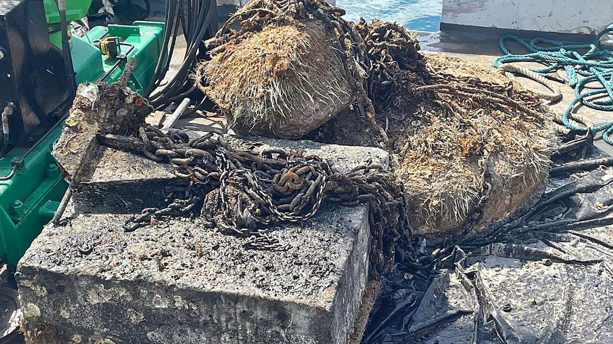 Uno de los muertos de hormigón extraídos del fondo de la bahía de Portmany. | SALVEM SA BADIA